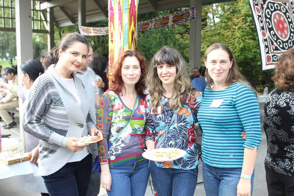 women_at_picnic